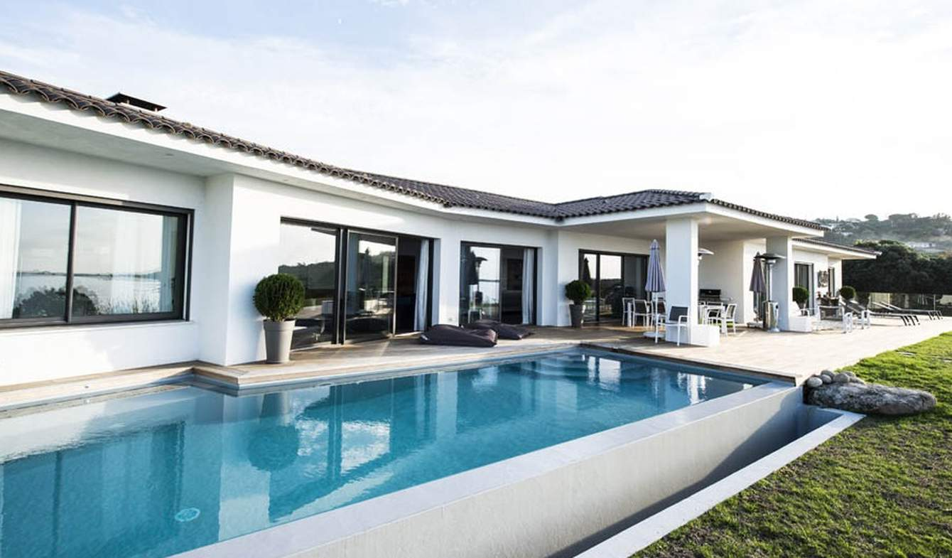 Seaside villa with pool Pietrosella