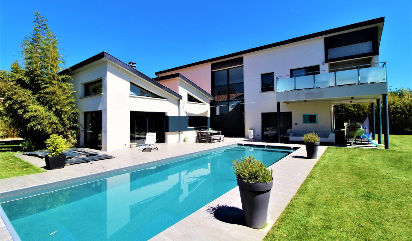 House with pool and terrace Blagnac