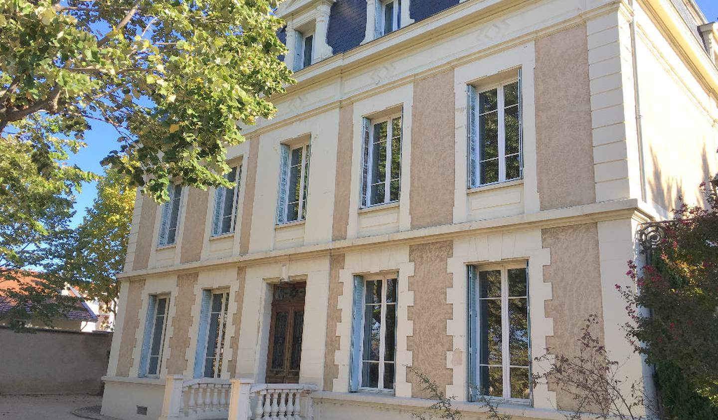 House with pool and terrace Chasse-sur-Rhône