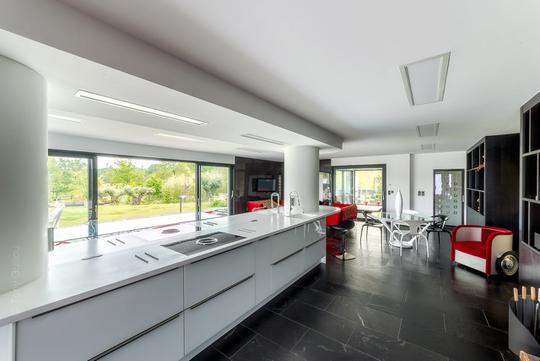 Villa avec jardin et terrasse