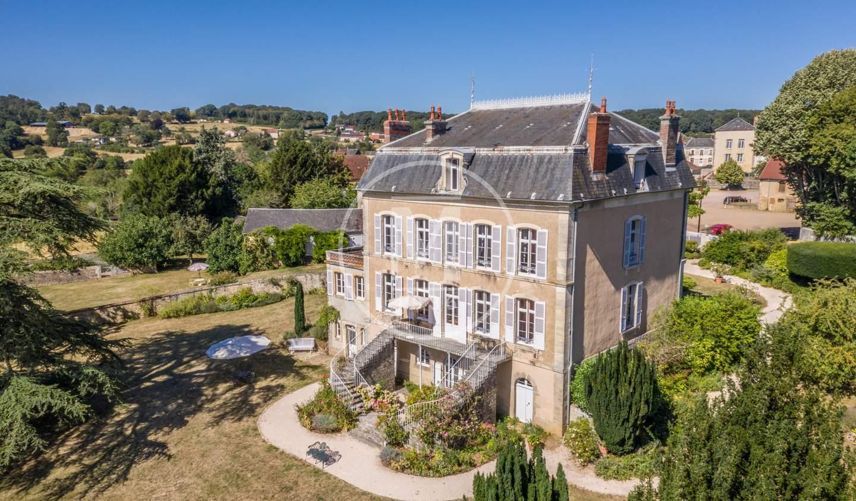 House with terrace Saint-Saulge