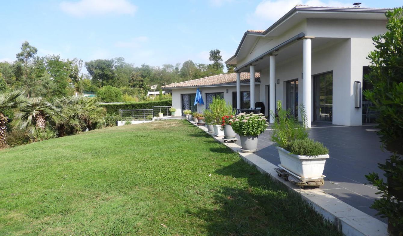 Maison avec piscine et terrasse Latresne