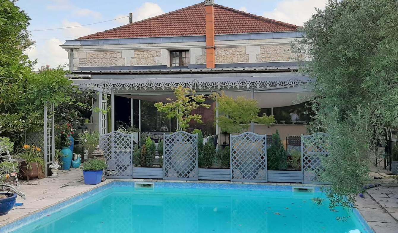 Maison avec piscine et terrasse Le Haillan