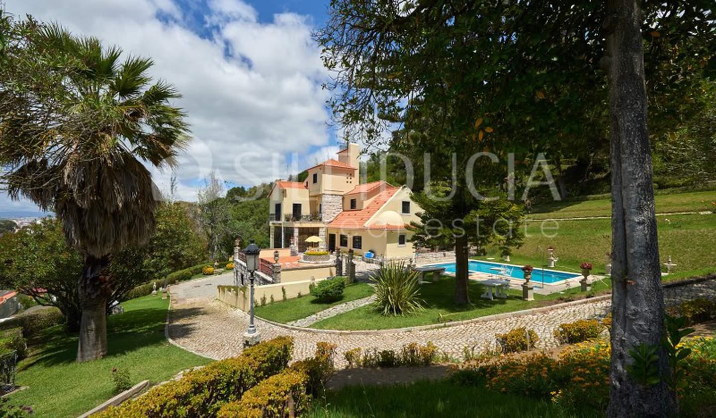 House with garden and terrace Almada