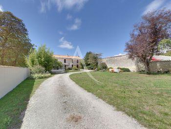 maison à Salles-sur-Mer (17)
