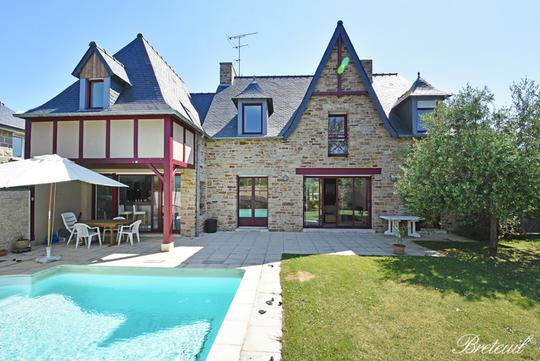 Seaside house with pool