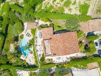 Villa 7 pièces 242 m2