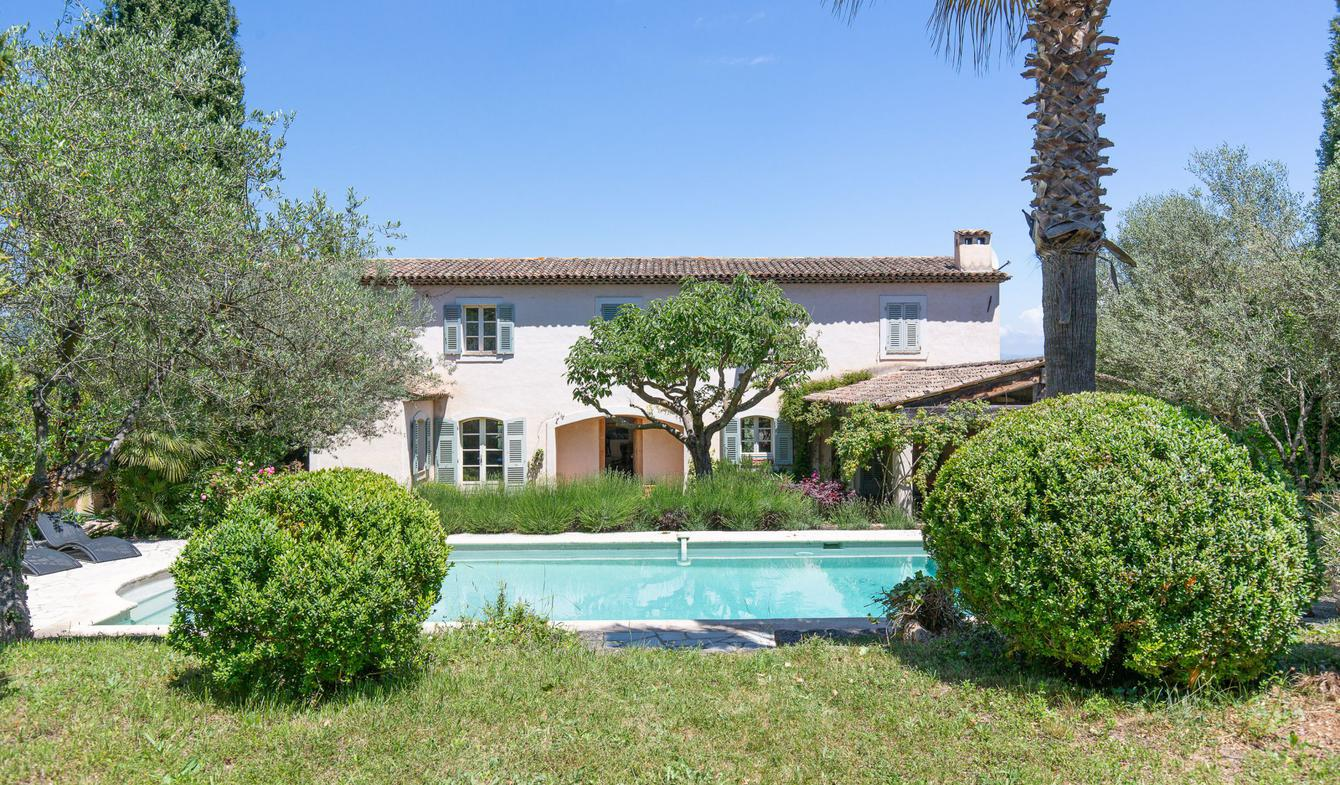 Villa with pool Valbonne