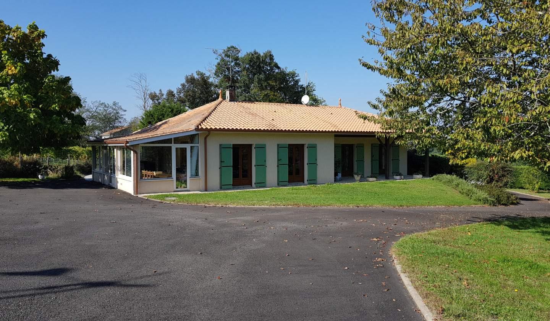 Maison avec piscine et terrasse Brossac