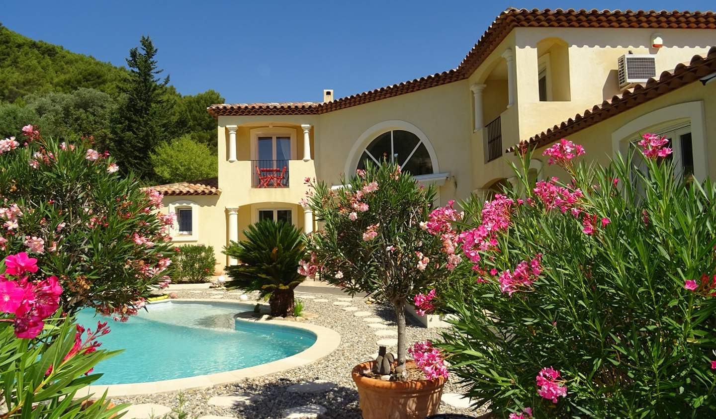 Villa with pool and terrace Cuers