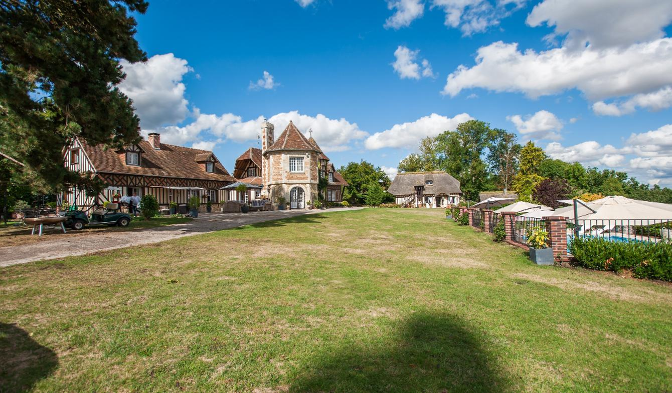 Property with pool Beaumont-le-Roger