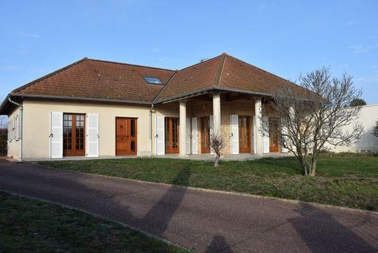 Villa avec terrasse