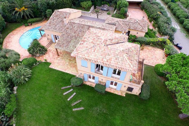 Seaside Property with Swimming-pool, Var