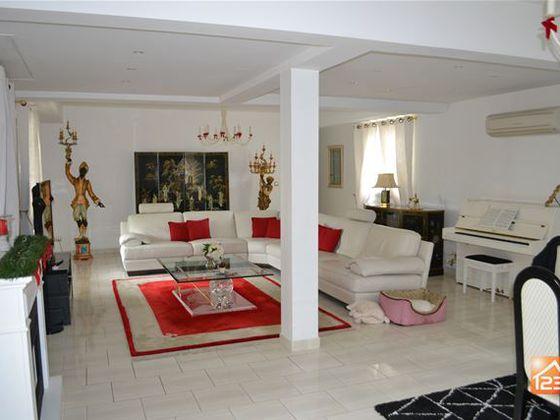 Vente villa 8 pièces 258 m2