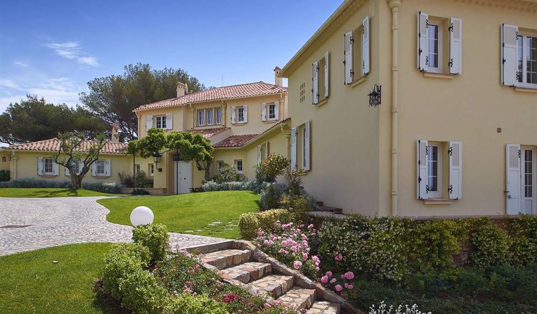 Villa avec piscine en bord de mer Grimaud