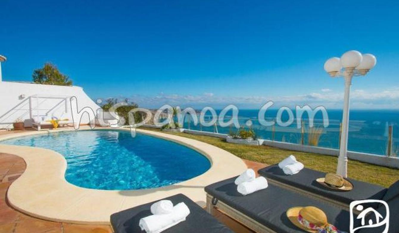 Seaside villa with pool Moraira