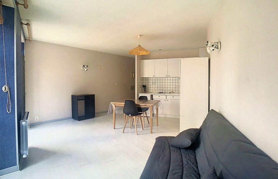 Location  studio 1 pièce 35 m² à Saint-Flour (15100), 290 €