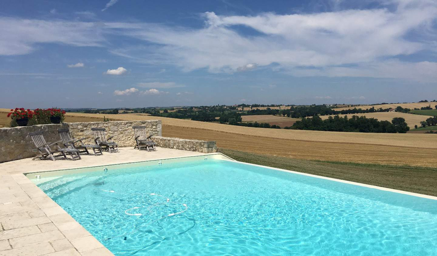 House with pool and terrace La Romieu