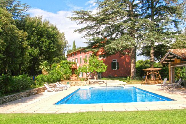 Wine growing estate with Swimming-pool and Outbuildings, Var