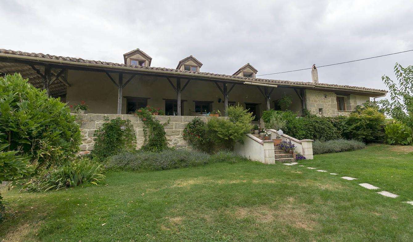 Maison avec piscine et jardin Labretonie