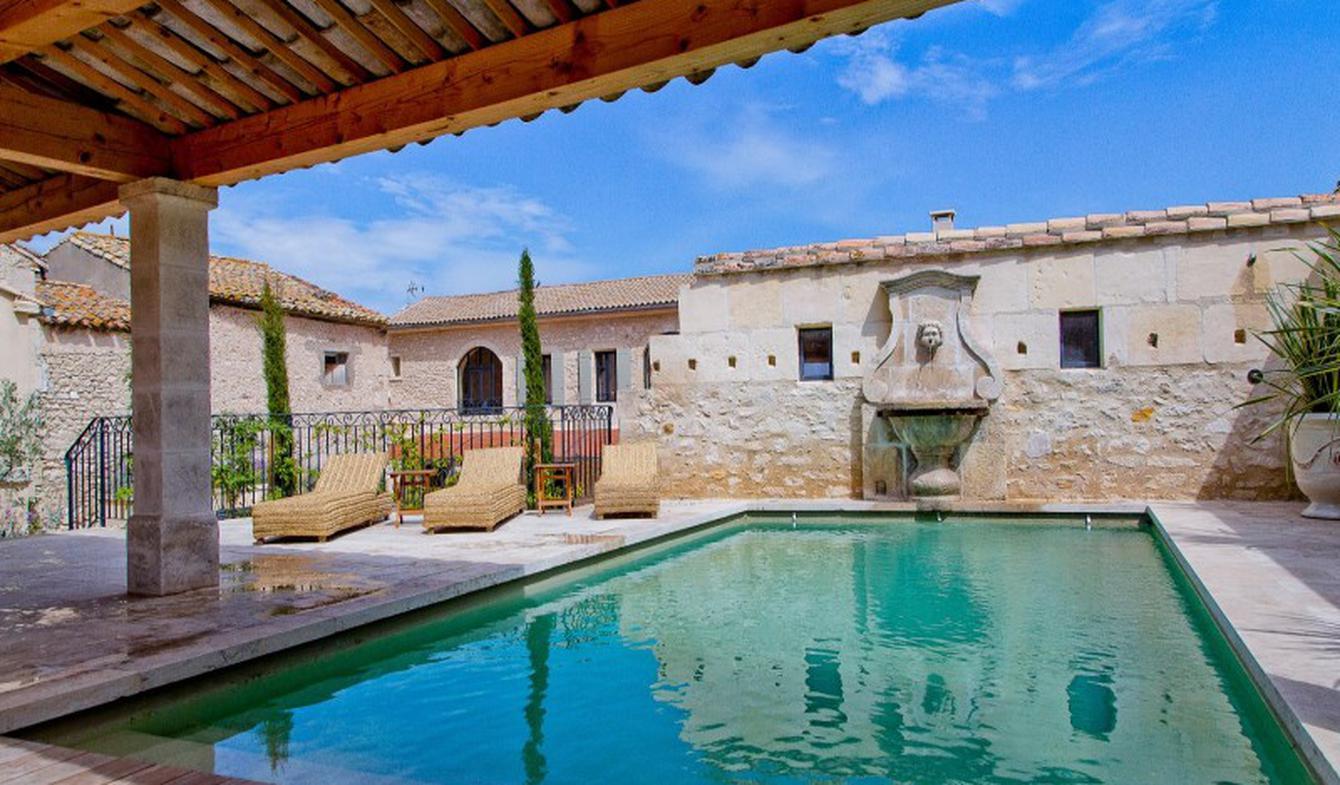 Maison avec piscine et terrasse Fontvieille