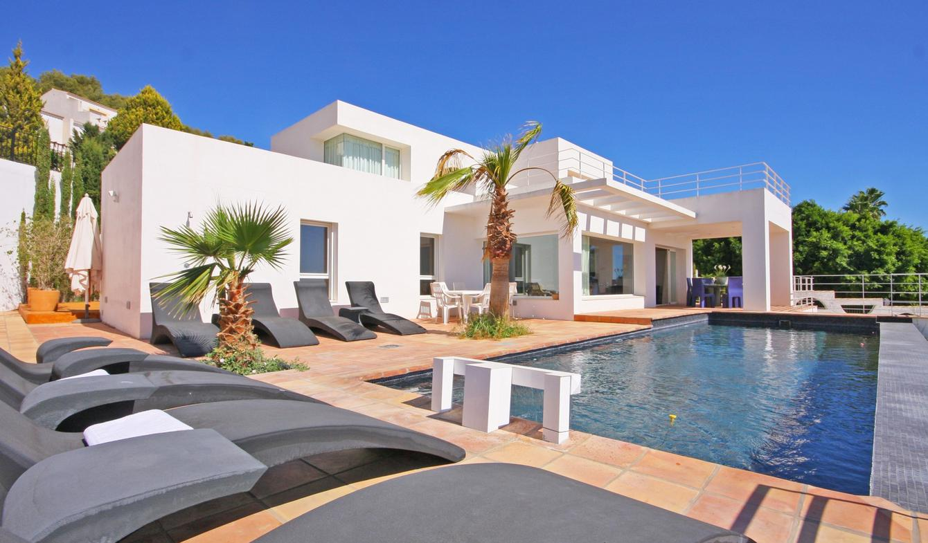 Seaside villa with pool Calp