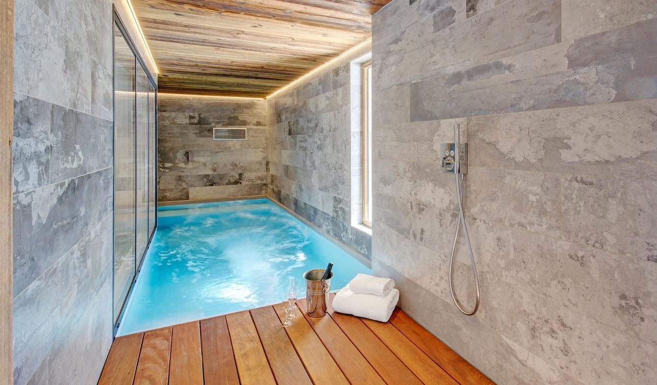 Chalet with pool La Clusaz