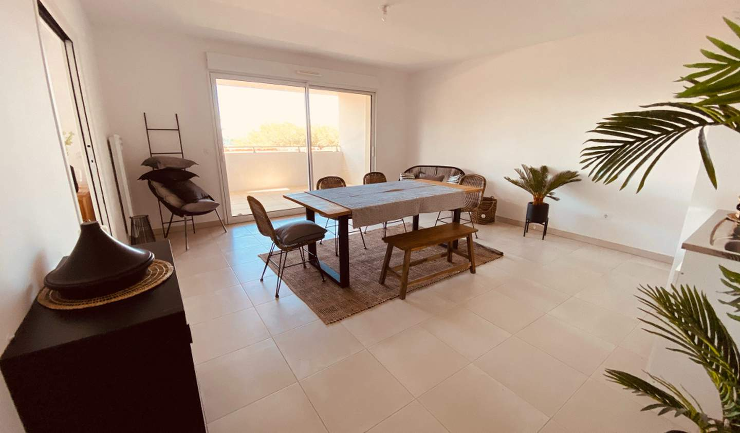 Apartment with terrace and pool La Londe-les-Maures