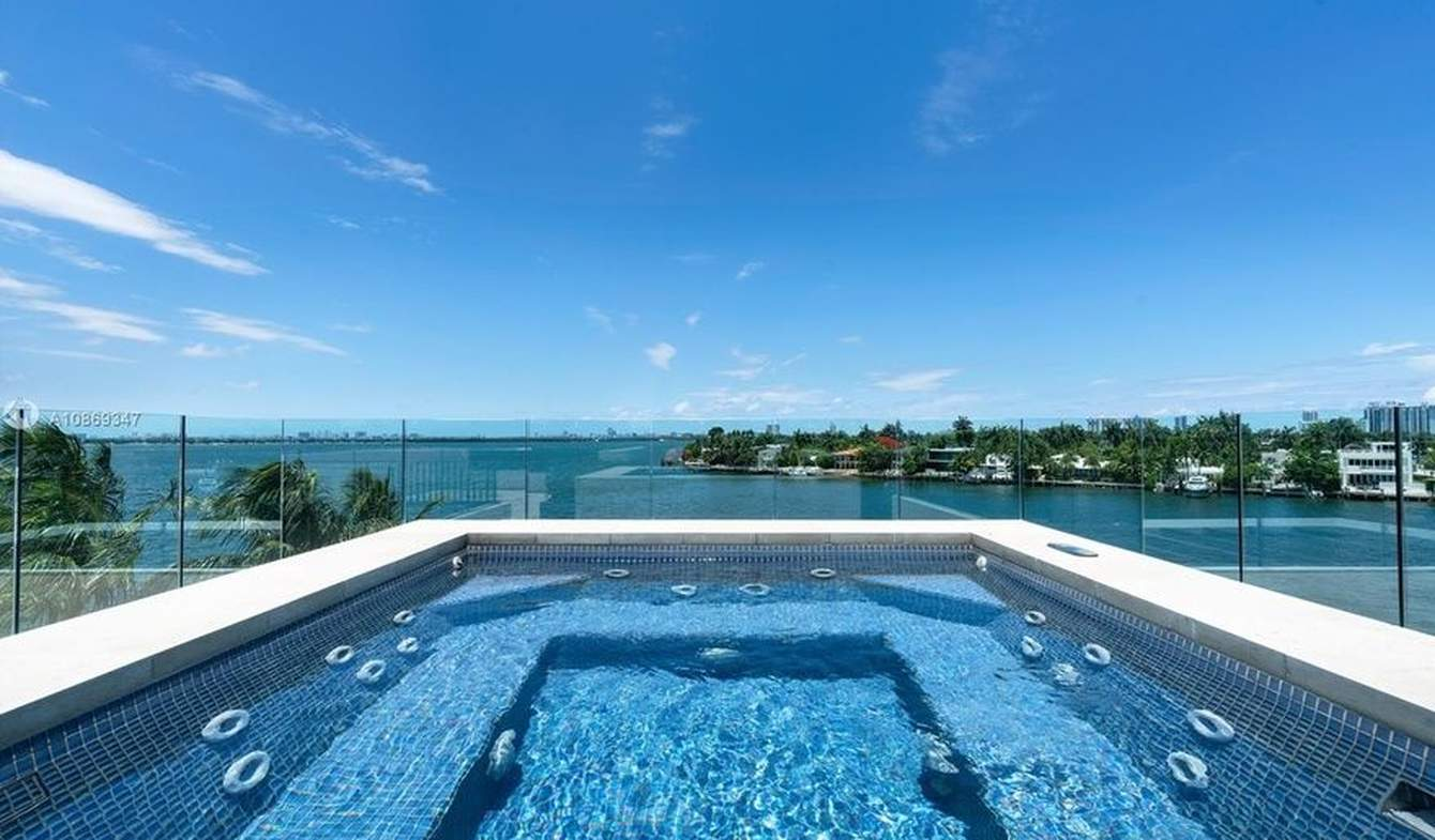 Seaside contemporary house with pool Miami