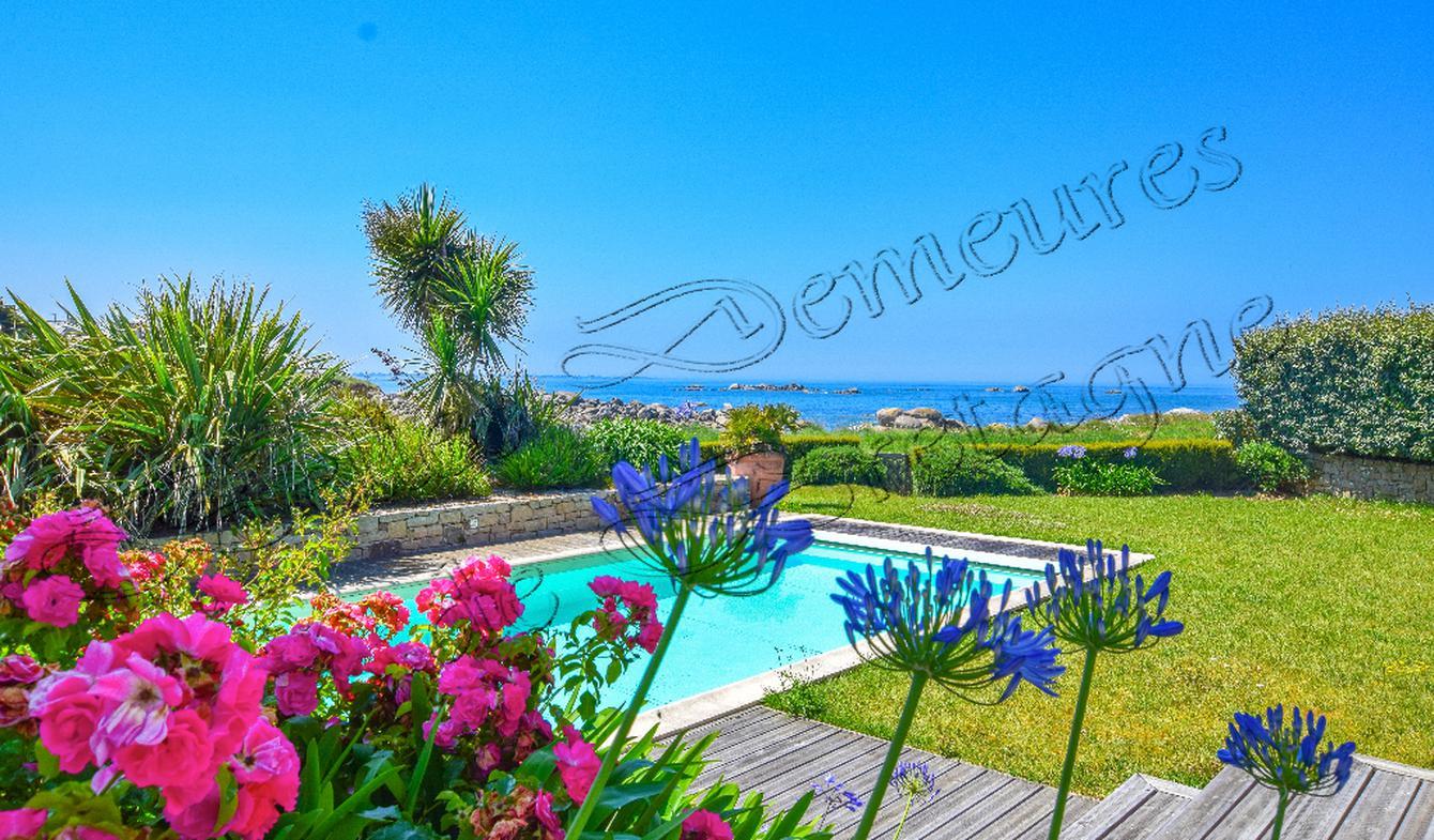 Villa avec piscine et terrasse Plounévez-Lochrist
