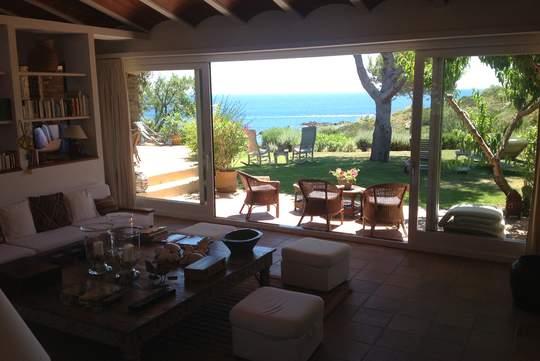 Maison en bord de mer avec jardin