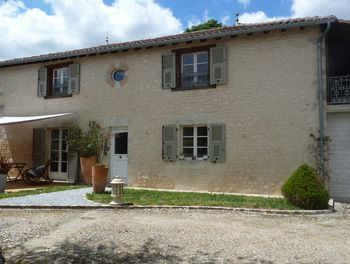 maison à Montmoreau-Saint-Cybard (16)