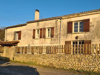 maison à Chaniers (17)