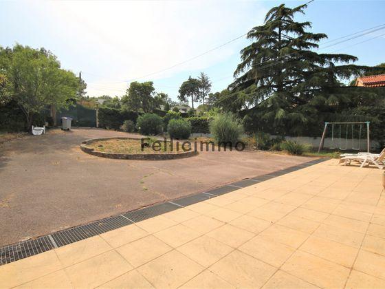 Location maison meublée 6 pièces 140 m2