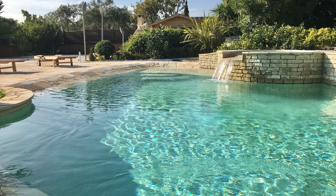 Bien atypique avec terrasse et piscine Cassis