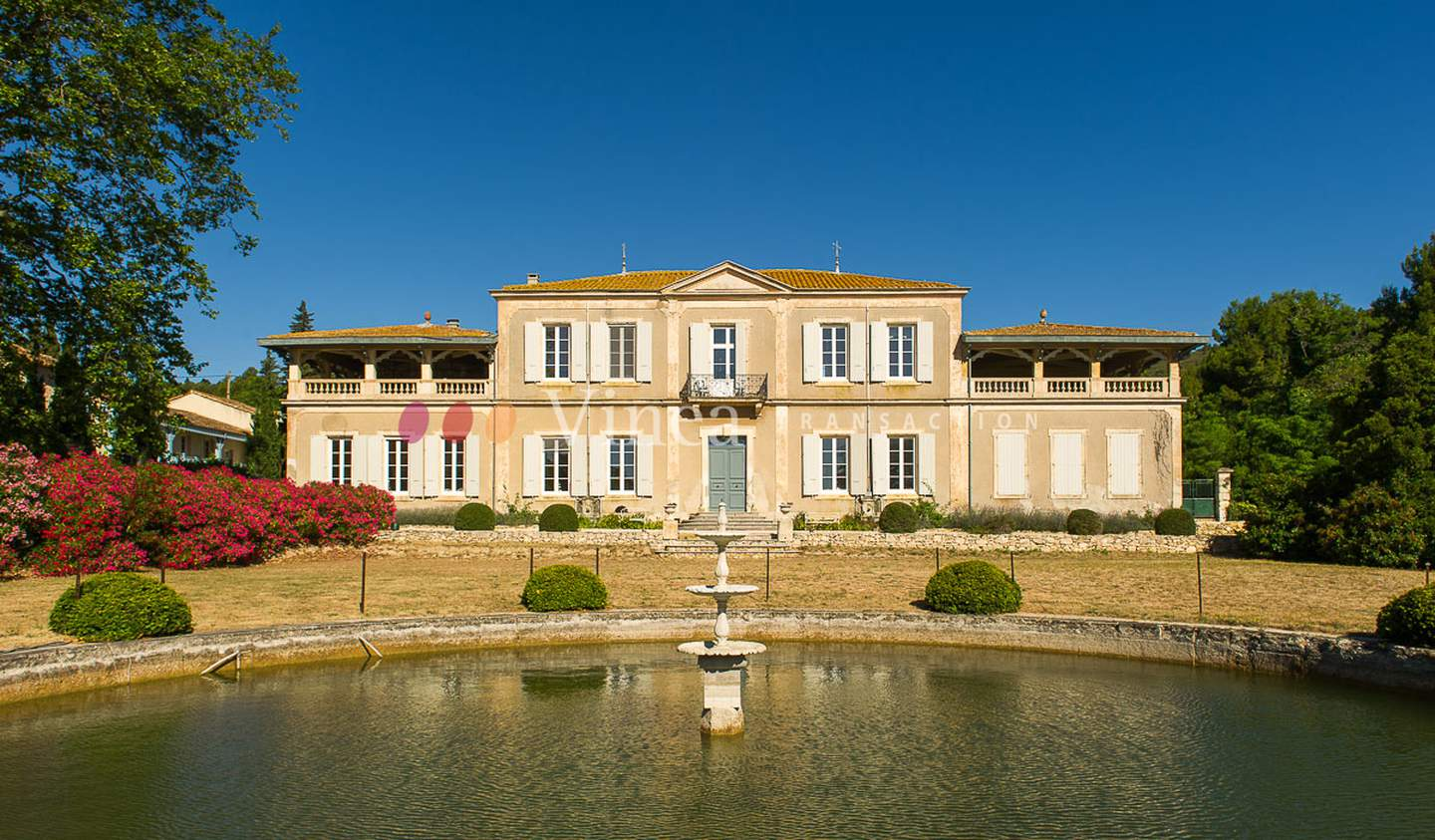 Vineyard with pool and outbuildings Aude