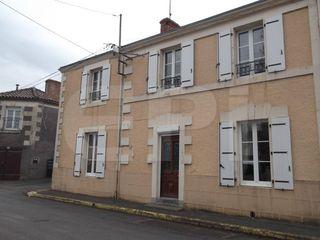 Maison Mauzé-Thouarsais