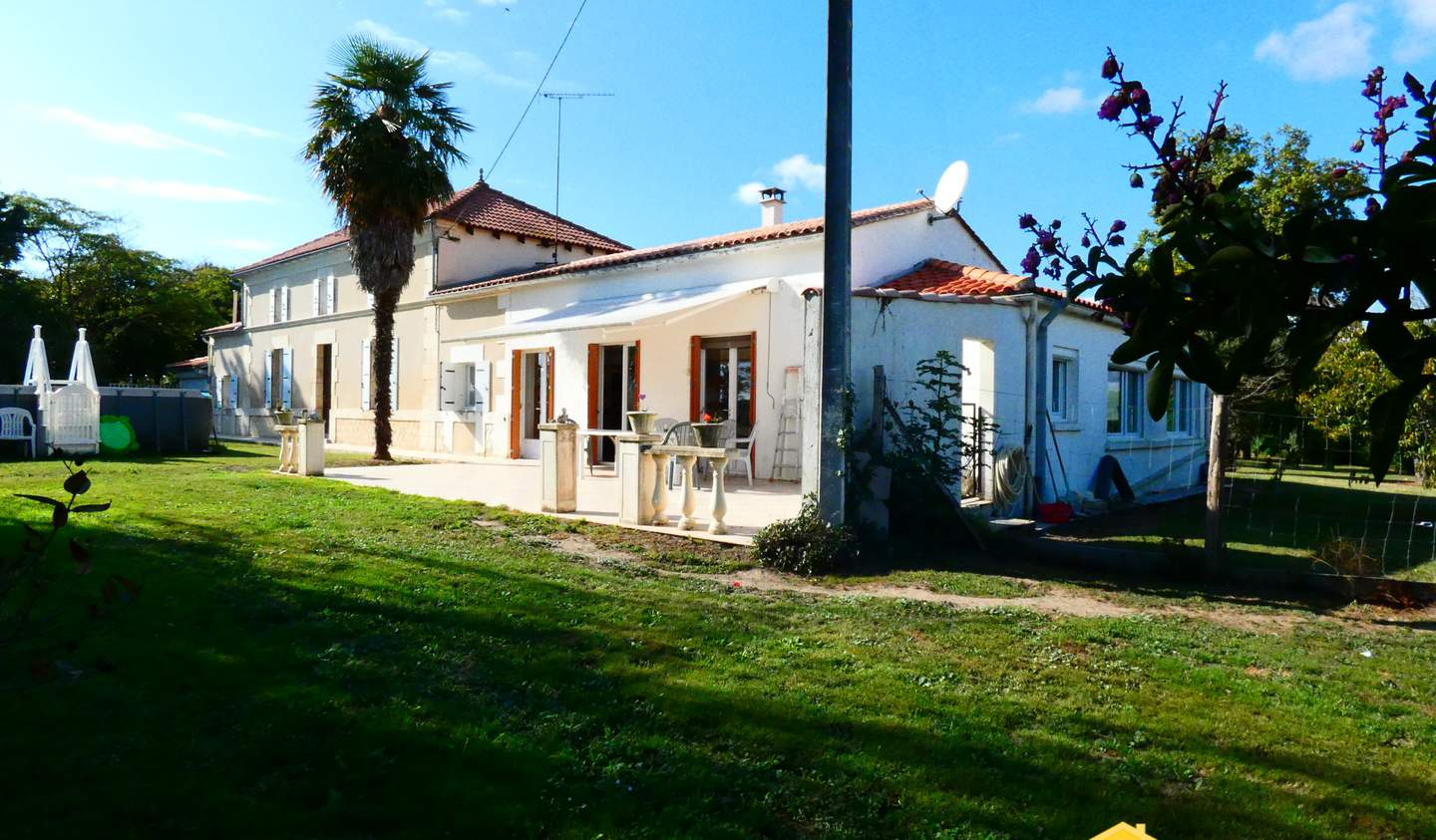 House with pool Mortagne-sur-Gironde
