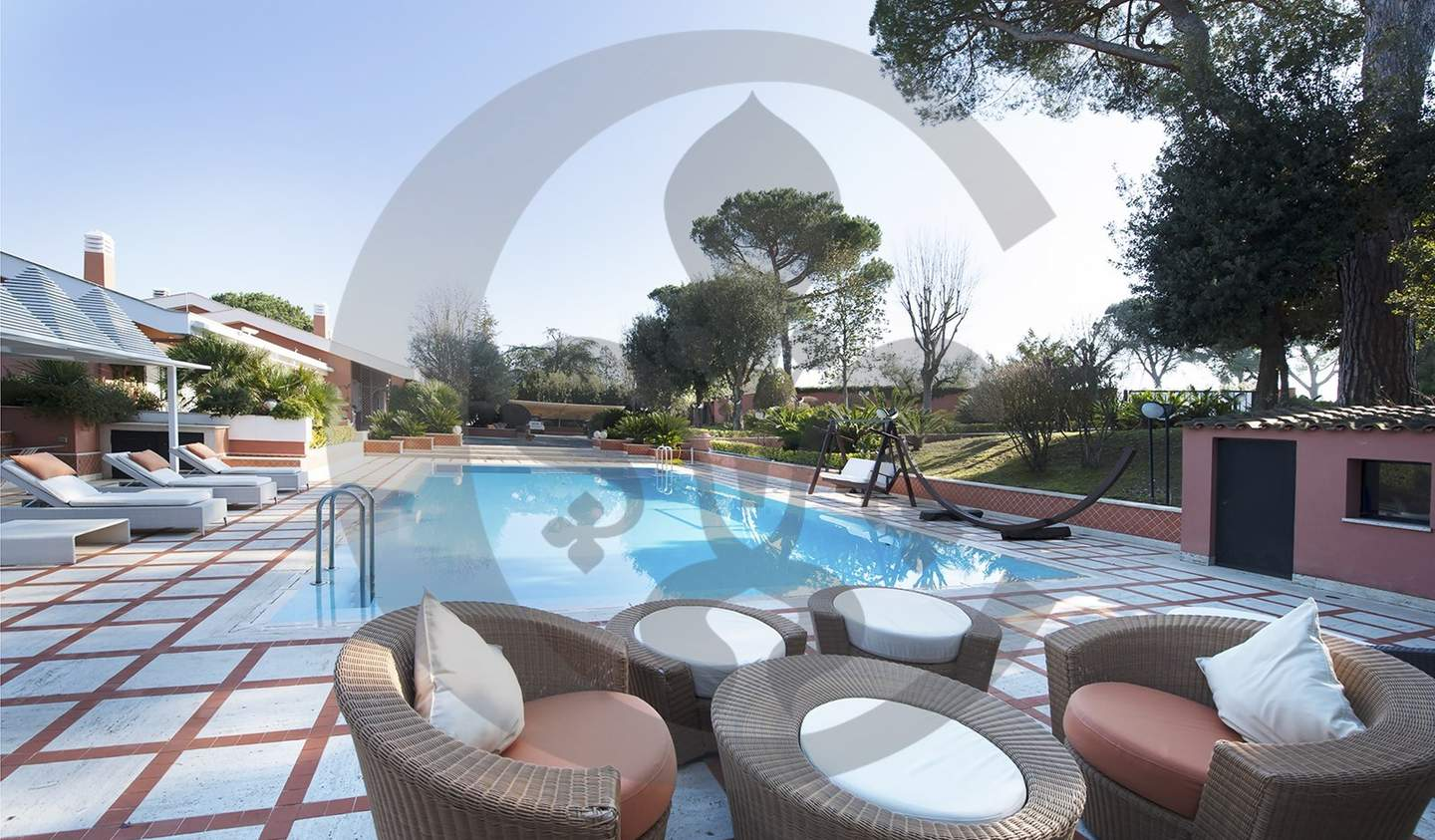 Villa with pool and garden Rome