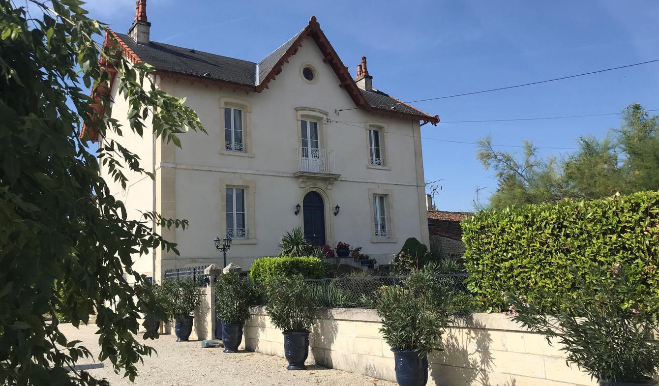 Maison avec piscine et terrasse Matha