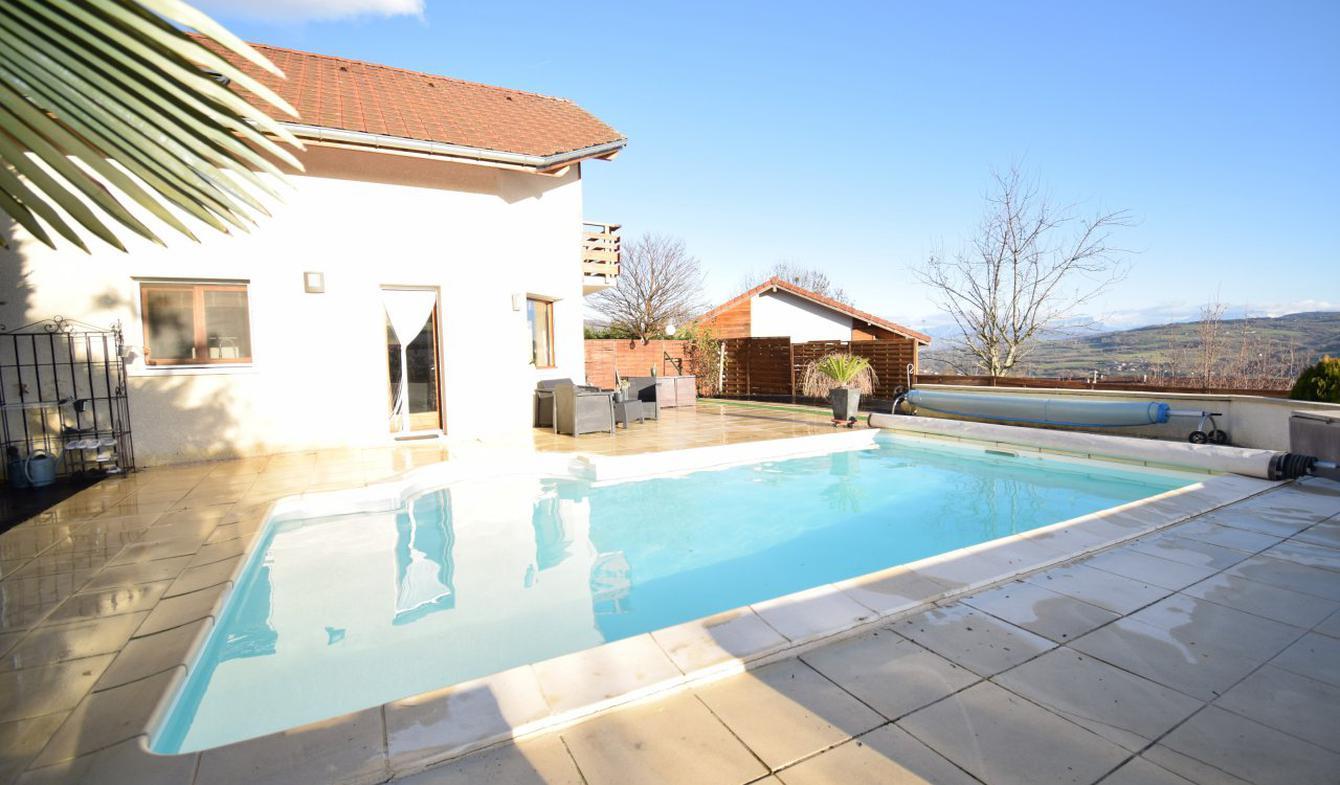 Villa avec piscine et terrasse Usinens