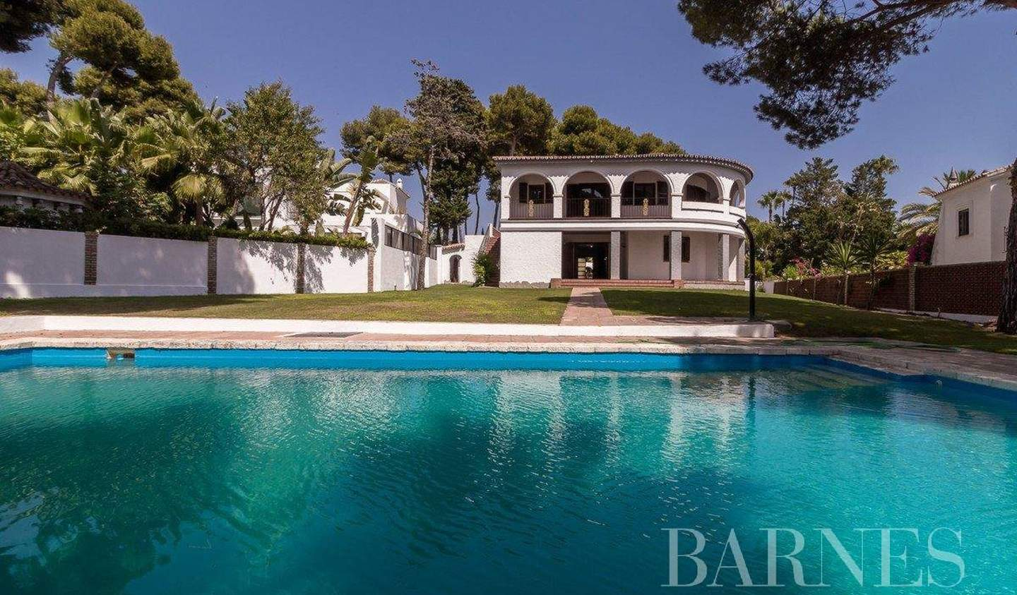 Villa with pool and garden Marbella