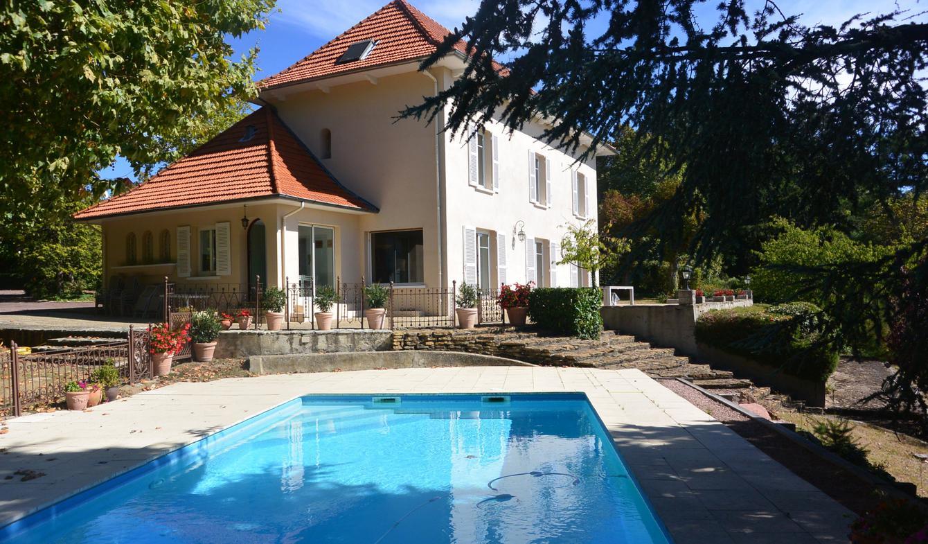 Villa avec piscine et terrasse Riorges