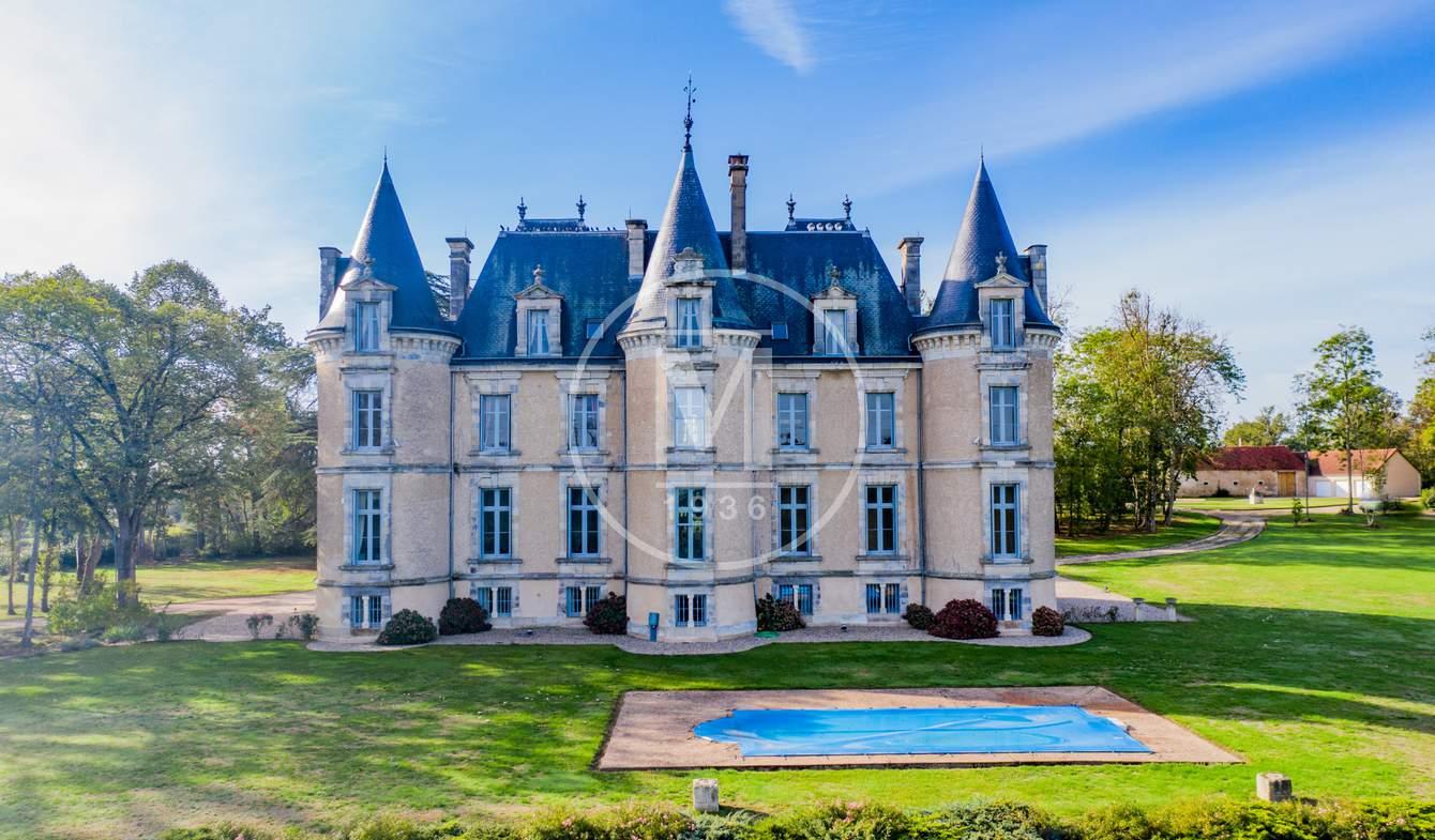 Château Saint-Amand-Montrond