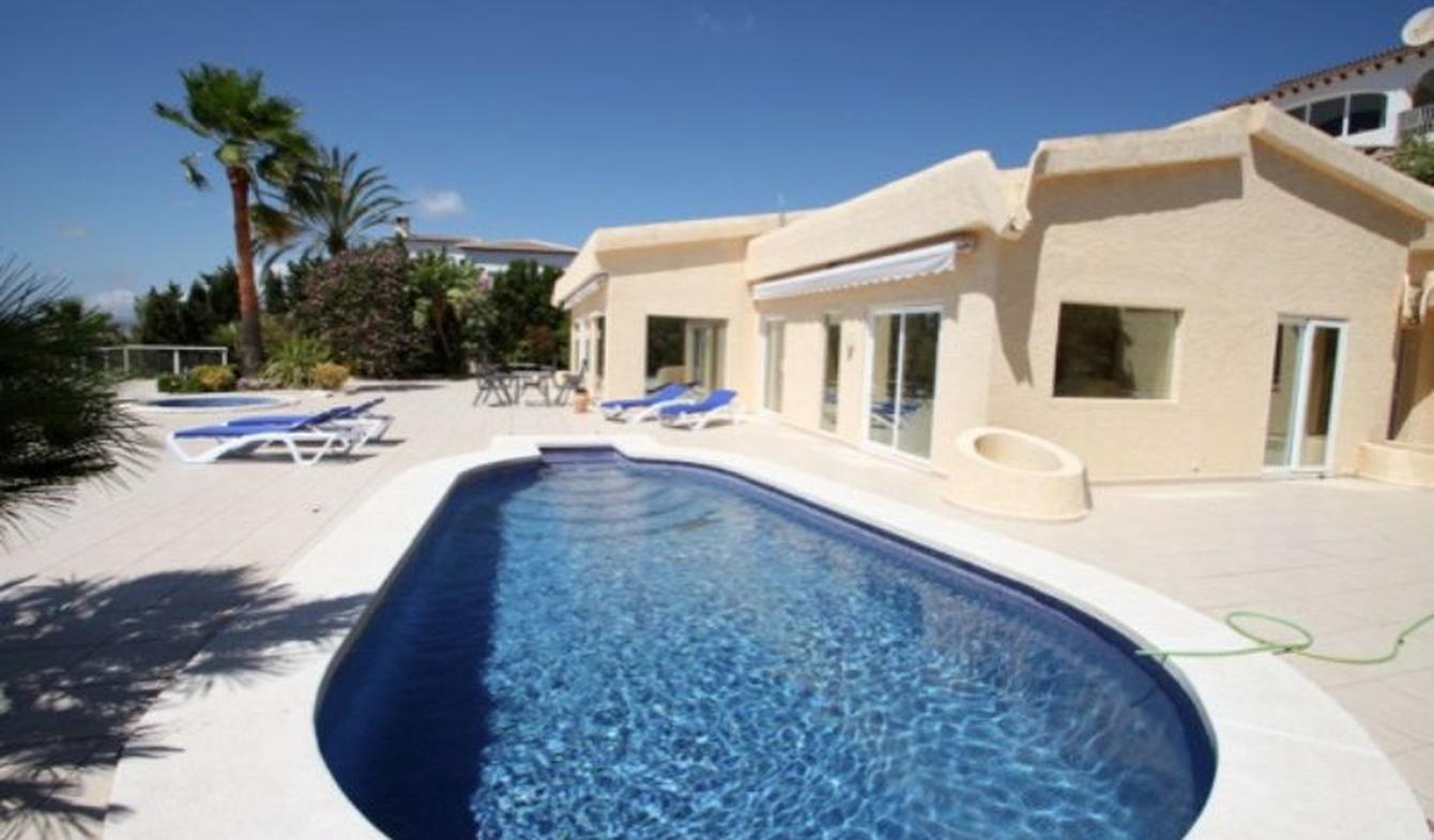 Seaside villa with pool Benissa