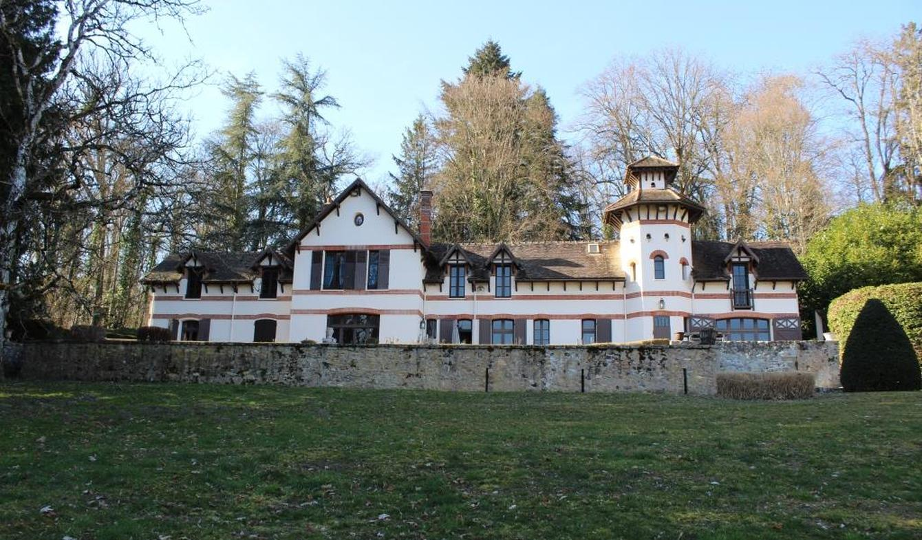 Property with pool and garden Fontainebleau