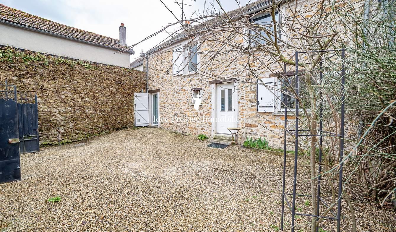 Maison avec terrasse Blandy