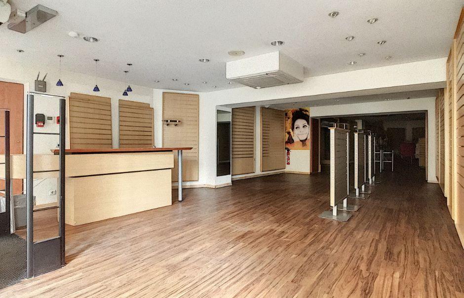 Location  locaux professionnels  135 m² à Aurillac (15000), 2 130 €
