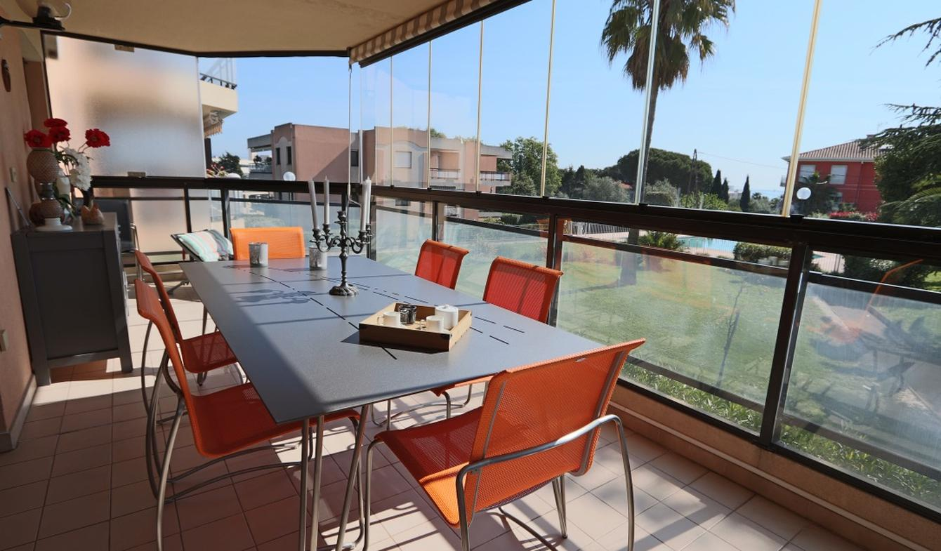 Appartement contemporain avec terrasse et piscine Antibes