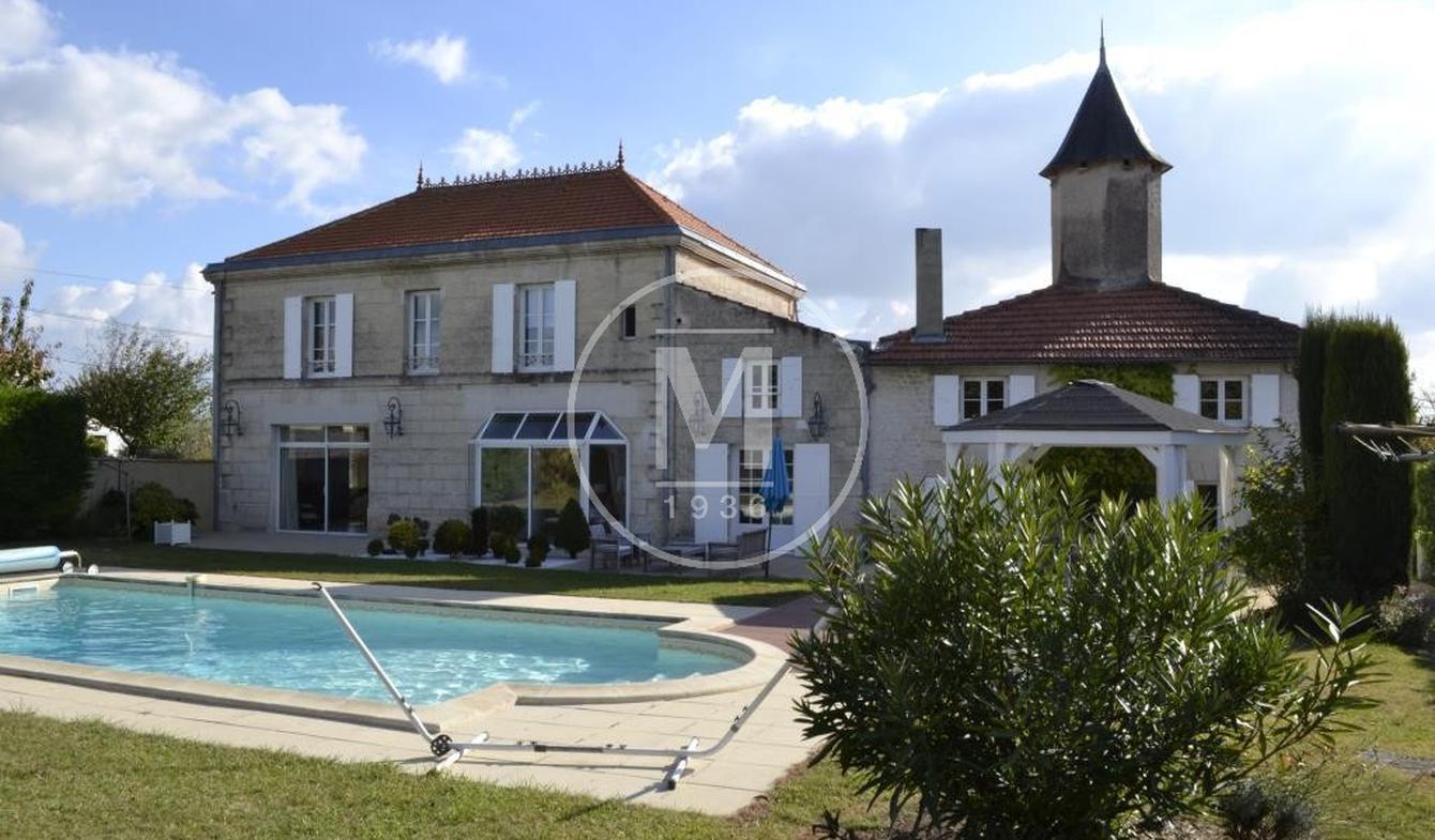 Maison avec piscine Saintes